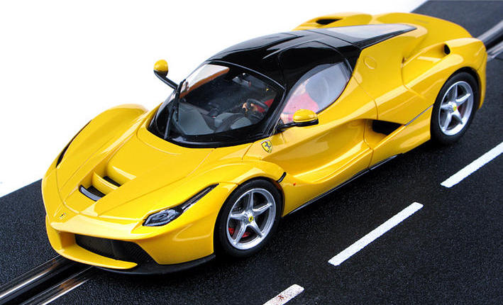 Carrera Evolution - LaFerrari Yellow (27458)