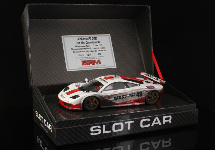 BRM - McLaren F1 GTR Team West Competition #49 (BRM032-FL)  in der Box