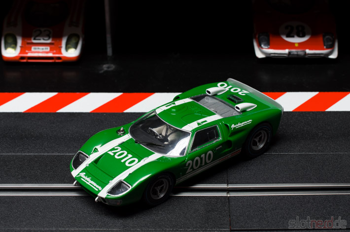 Carrera - Ford GT 40 MkII Gaisbergrennen 2010 (23752) Boxengasse