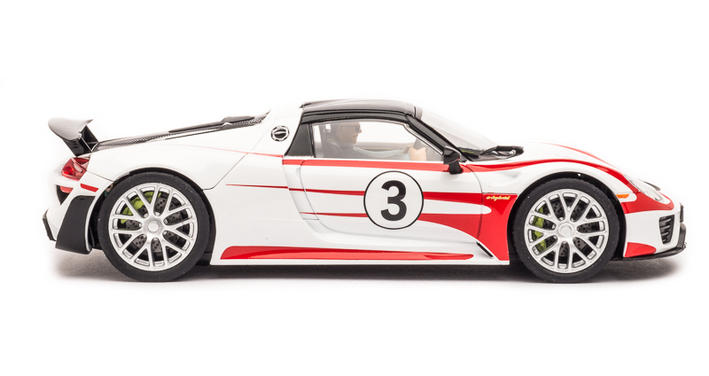 Carrera Digital 132 – Porsche 918 Spyder No.03 (30711) seitlich