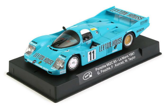 Slot.it - Porsche 962C LM 1987 (CA34a) am Display