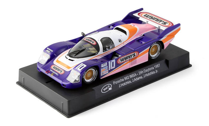 Slot.it - Porsche 962 IMSA n.10 24h Daytona 1987 am Display