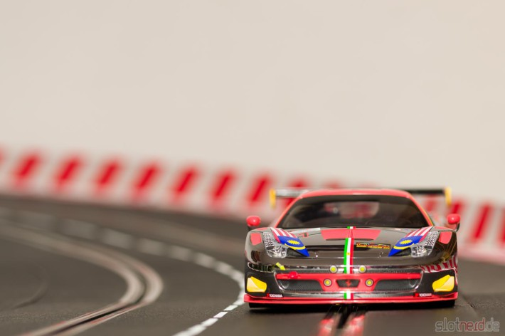 "Carrera DIGITAL 124 Ferrari 458 GT3 ""Clearwater Racing No.1"" (23822) Kurve"
