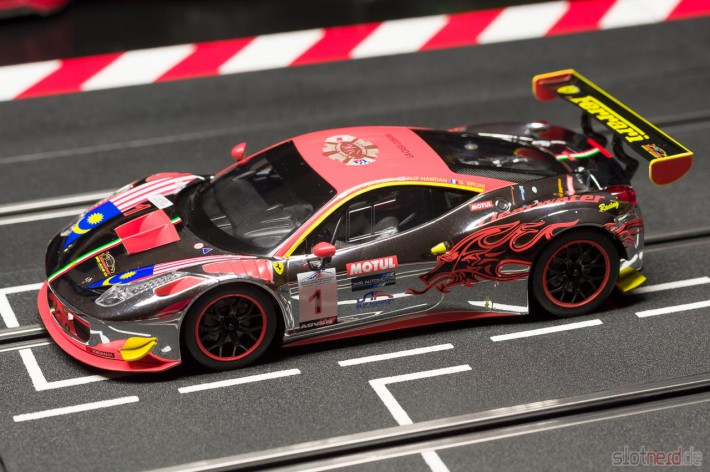"Carrera DIGITAL 124 Ferrari 458 GT3 ""Clearwater Racing No.1"" (23822) am Track"